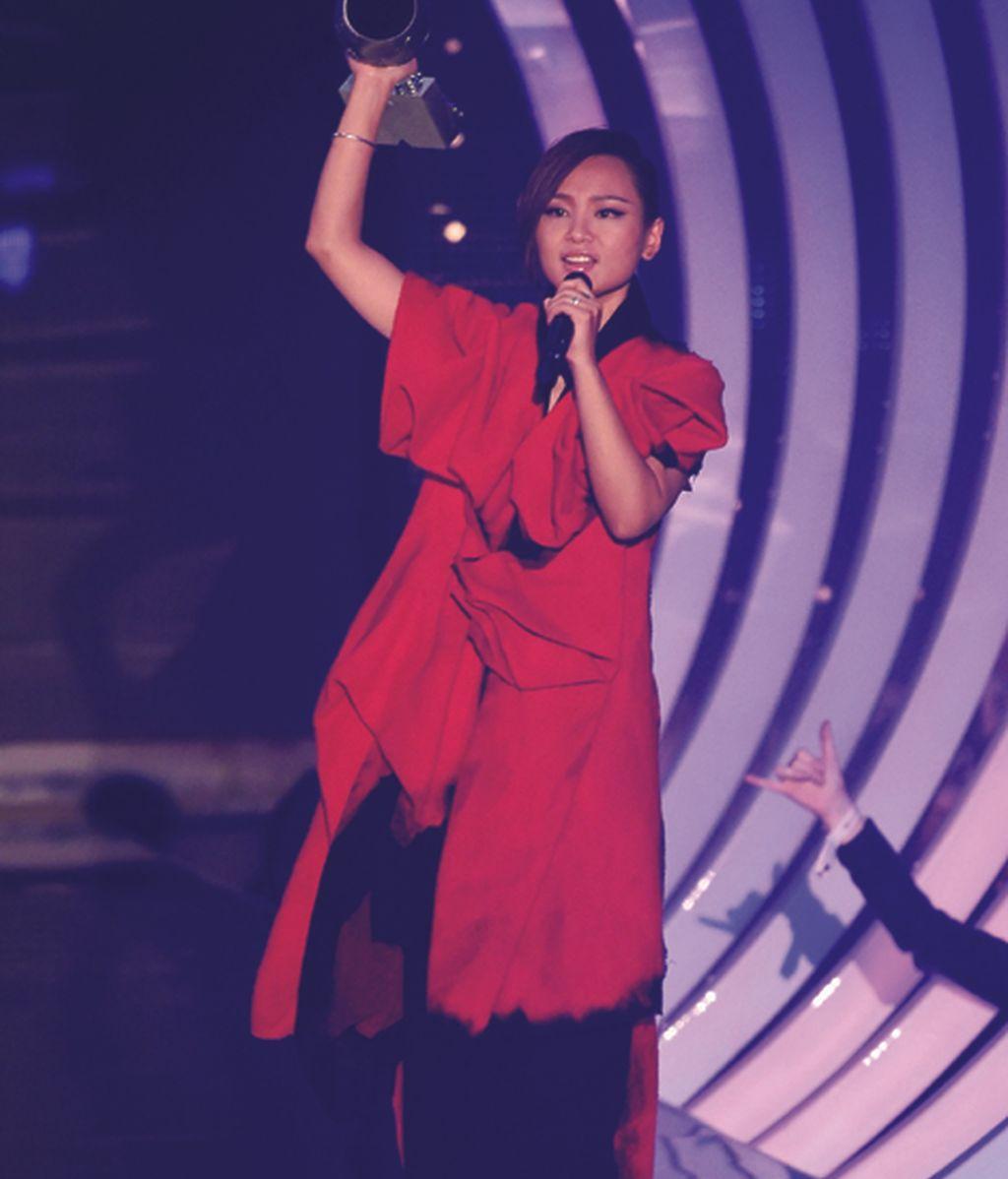 Bibi Zhou, mejor artista global