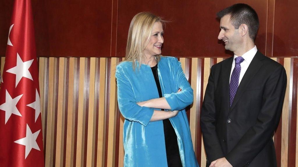Cifuentes con José Pablo López, director de Telemadrid