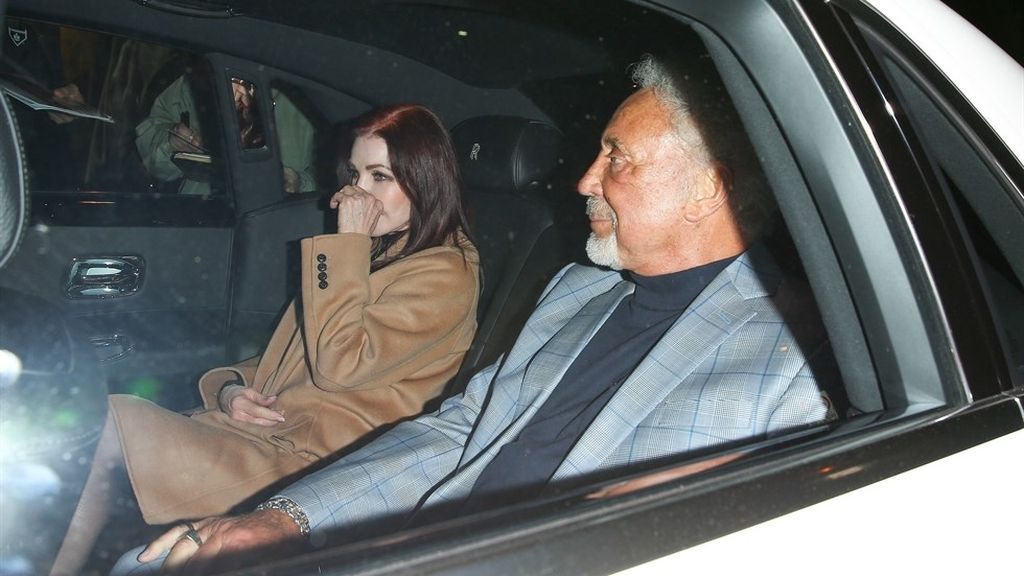 Tom Jones y Priscilla Presley