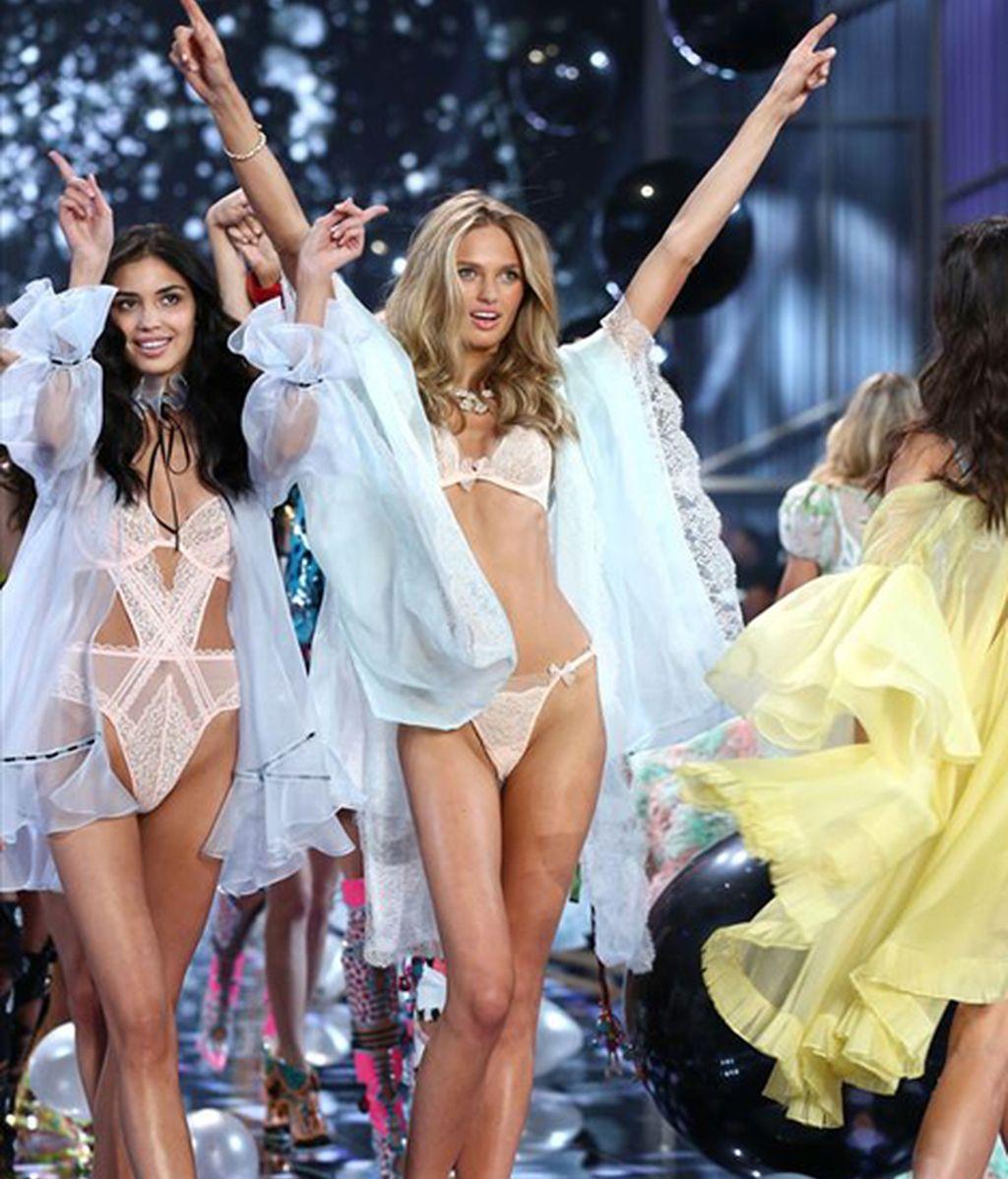 Adriana Lima y Alessandra Ambrosio despliegan sus alas en Londres