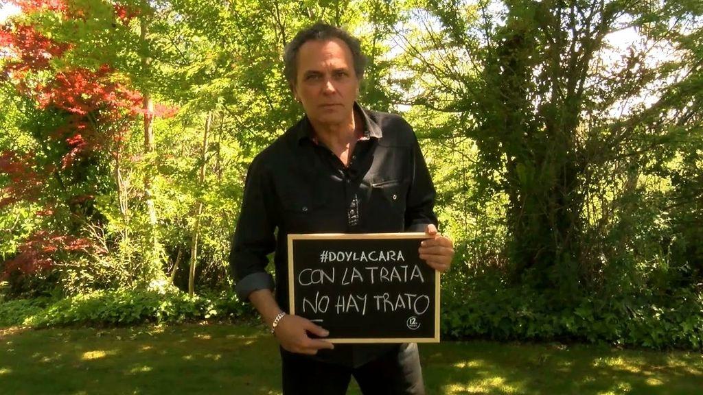 José Coronado da la cara contra la trata