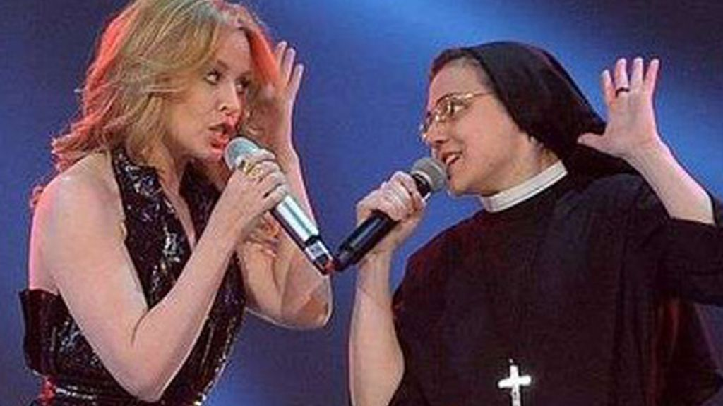 Sor Cristina canta con Kylie Minogue en 'La Voz' de Italia