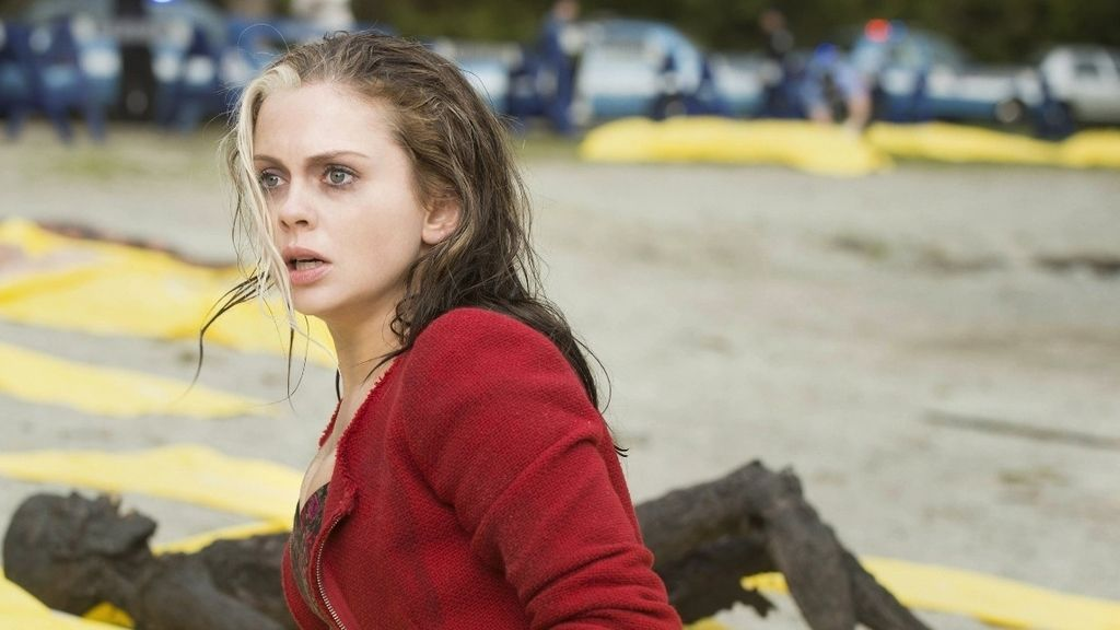 Rose McIver devora cerebros para resolver asesinatos en 'iZombie'