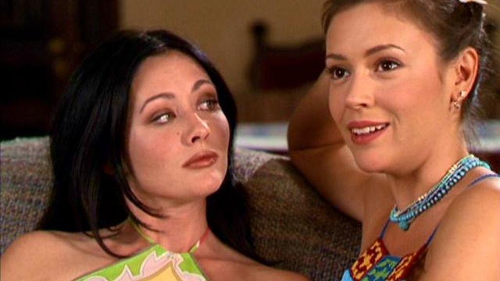 Alyssa Milano y Shannen Doherty, en una escena de la serie 'Embrujadas'
