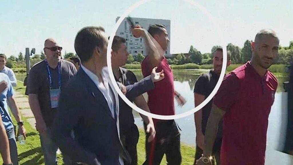 Cristiano Ronaldo tira el micrófono de un periodista a un lago de Lyon
