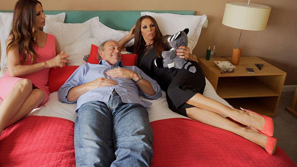 Las Azúcar Moreno se meten en la cama con Bertín Osborne