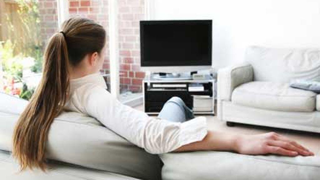 Mujer viendo TV