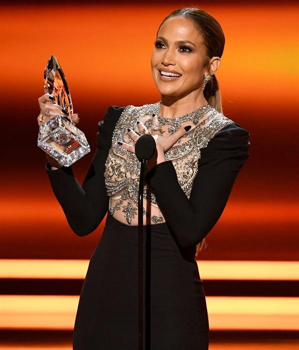 Jennifer López en los People Choice Awards 2017