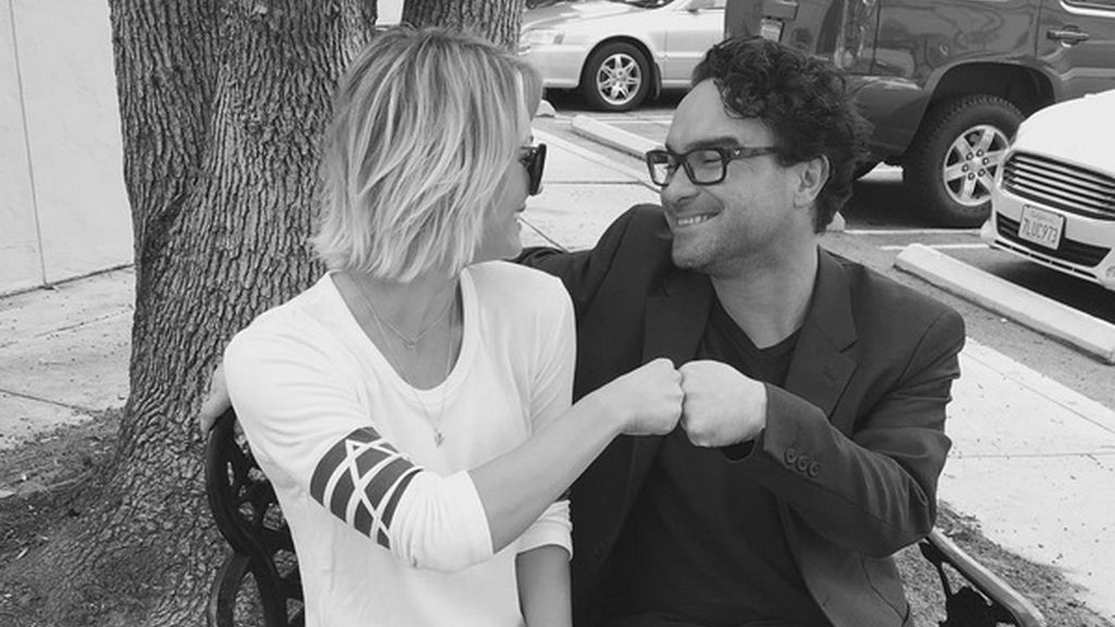 Kaley Cuoco y Johnny Galecki