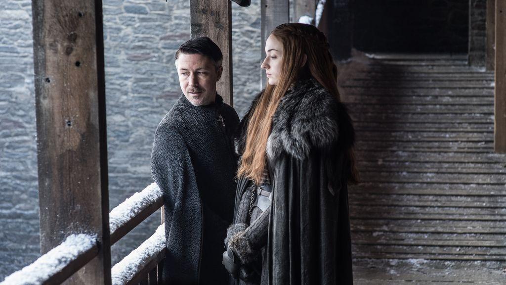 Sophie Turner (Sansa Stark) y Aidan Gillen (Meñique) en una escena de la séptima temporada de Juego de Tronos