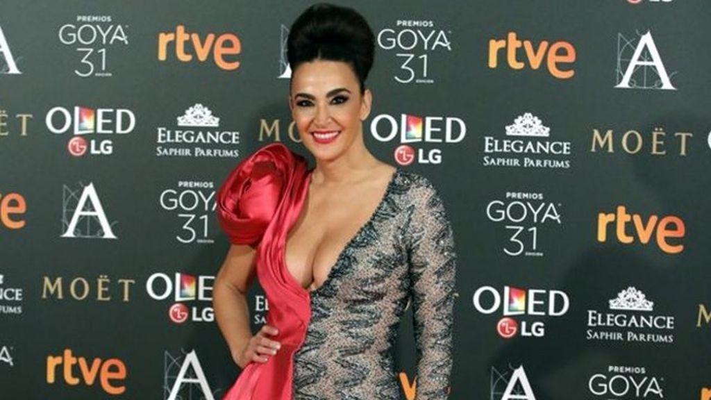 Cristina Rodríguez deslumbra con su original vestido partido en la fiesta del cine español