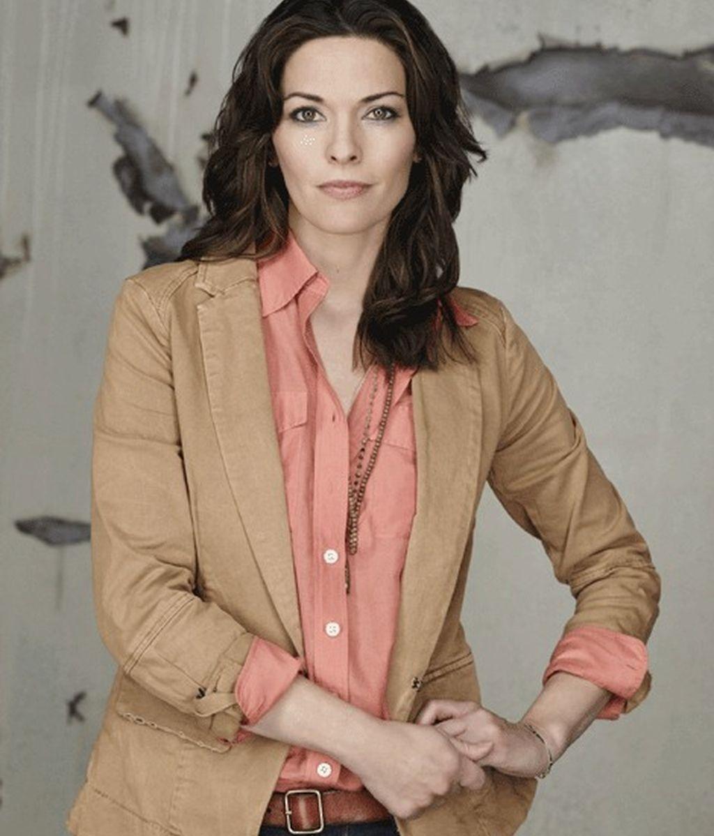 Alana de la Garza es Clara Seger