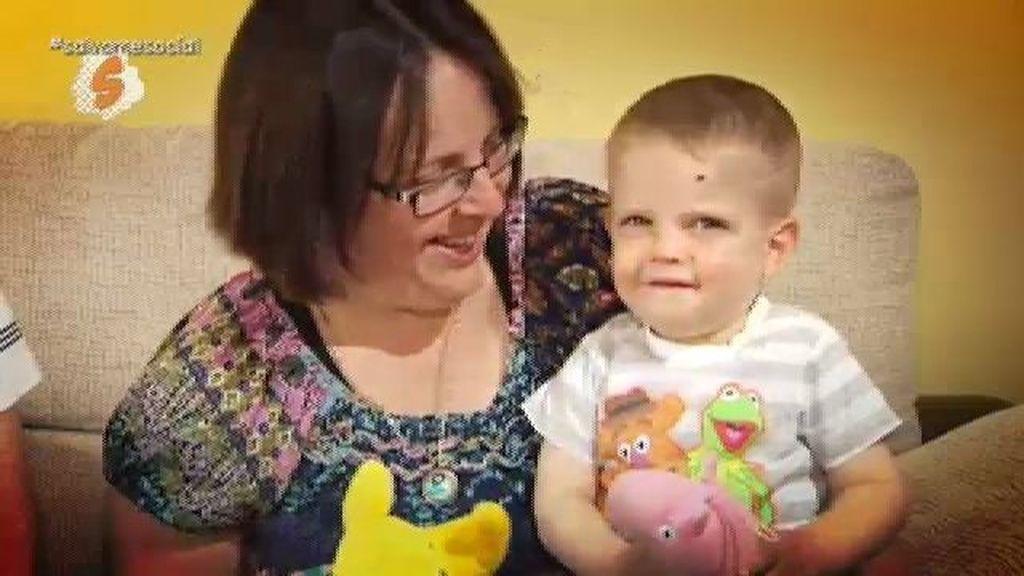 Pilar y Joaquín piden ayuda para investigar la enfermedad que sufre su hijo Javier