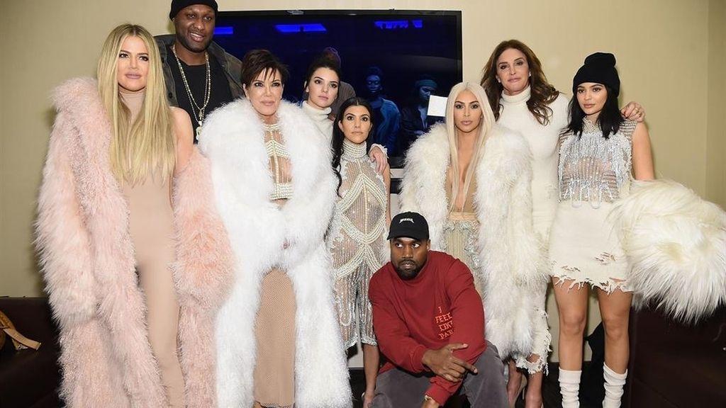 Las Kardashian y Lamar Odom, en el desfile de Kanye West