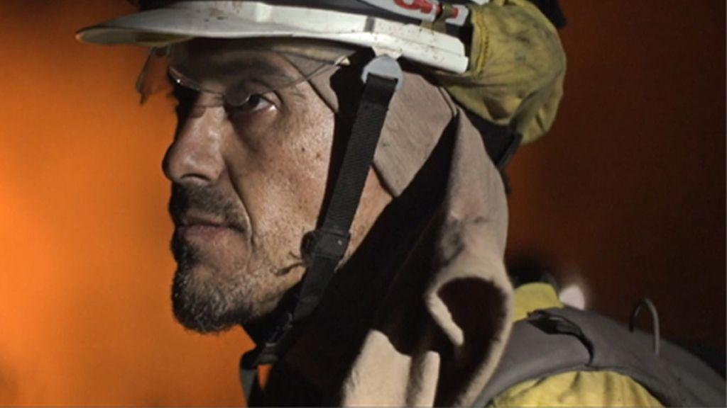El arriesgado trabajo en la guerra contra el fuego, en 'La vida en llamas'