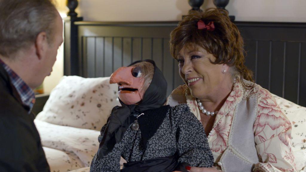 Bertín Osborne con Mari Carmen y Doña Rogelia en 'Mi casa es la tuya'
