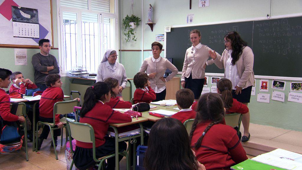 Las novicias de 'Quiero ser monja' resuelven las dudas de los alumnos de un colegio