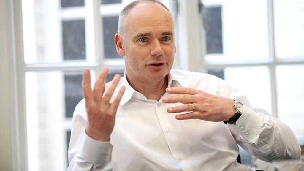 John Joseph Fallon, ejecutivo de Pearson PLC