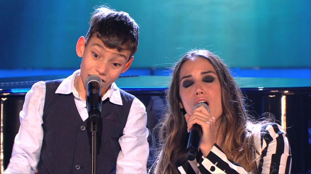 India Martínez canta '90 minutos' con Adrián en 'Levántate'