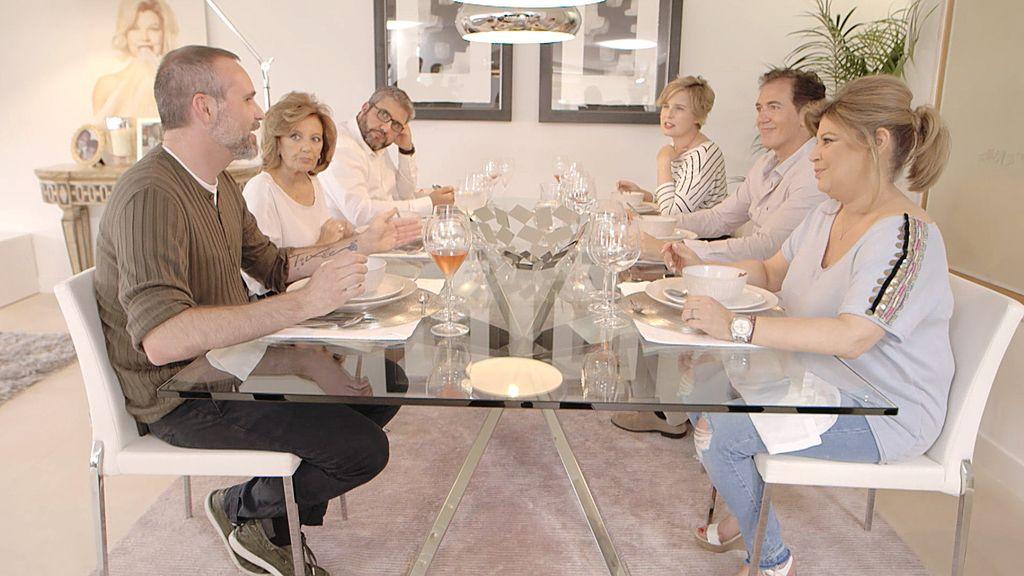 'Las Campos' sientan a sus íntimos a la mesa