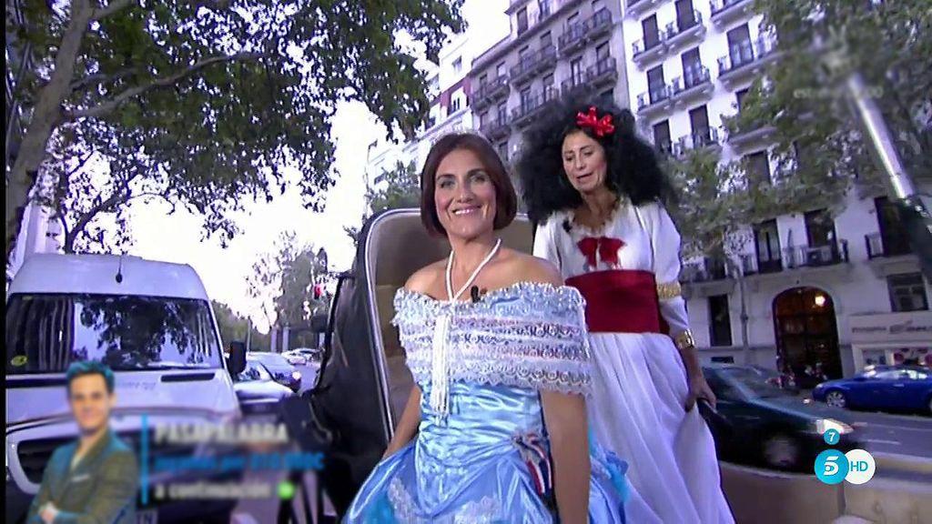 Carlota Corredera aparece en carroza a la inauguración de la exposición de 'Sálvame'