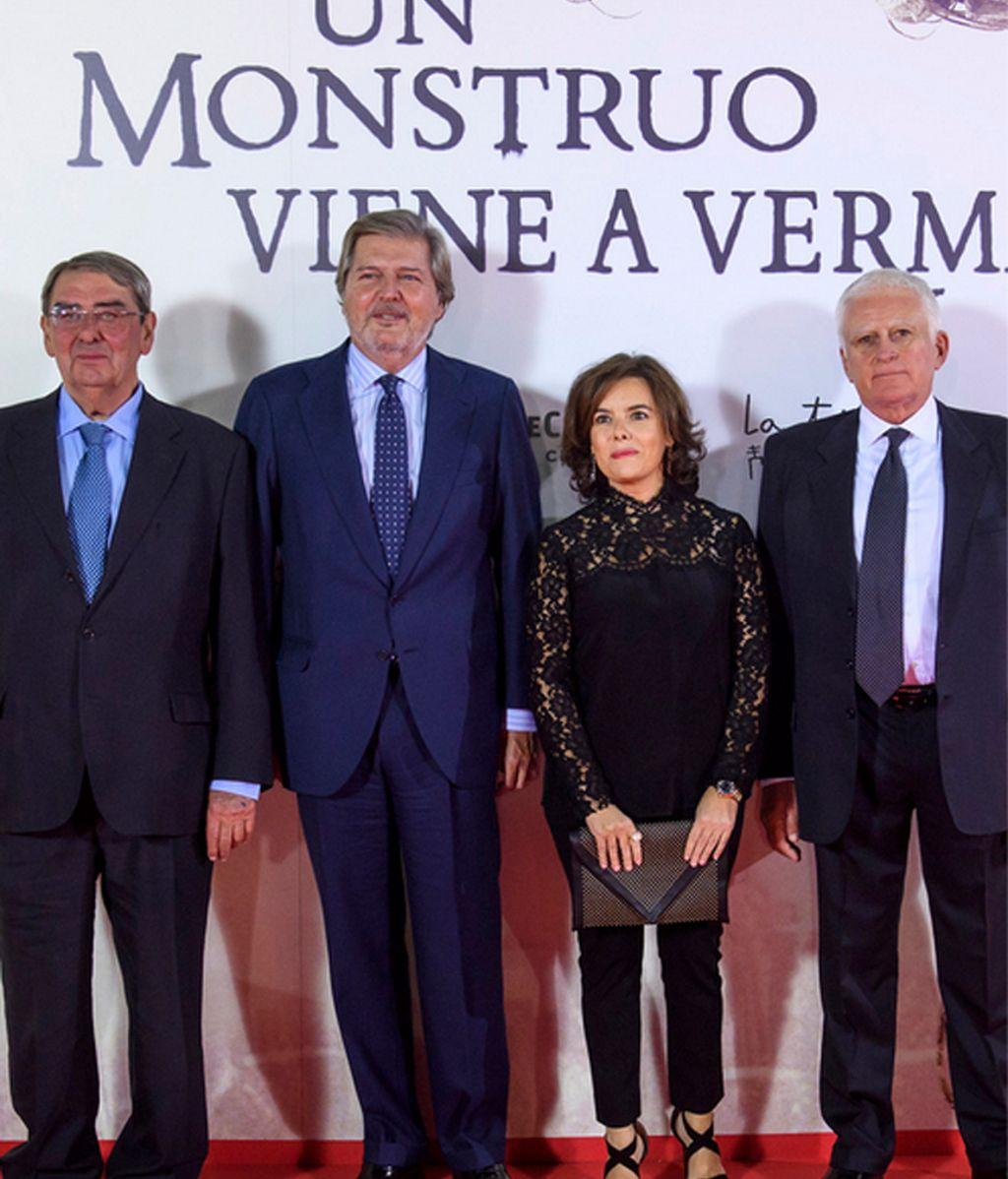 De izquierda a derecha, el presidente de Mediaset España, Alejandro Echevarría; el ministro de Cultura, Íñigo Méndez de Vigo; la vicepresidenta del Gobierno, Soraya Sáenz de Santamaría, y el consejero delegado de Mediaset España, Paolo Vasile