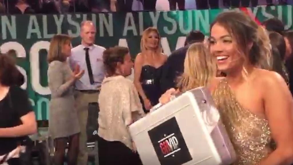 Lo que no se vio tras la final de GH VIP:La 'croqueta' de la ganadora Aly con su maletín