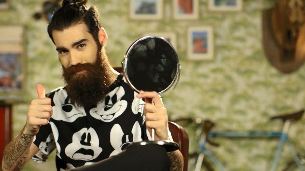 Aitor, el de la barba más larga de su pueblo, busca una chica con ideas propias