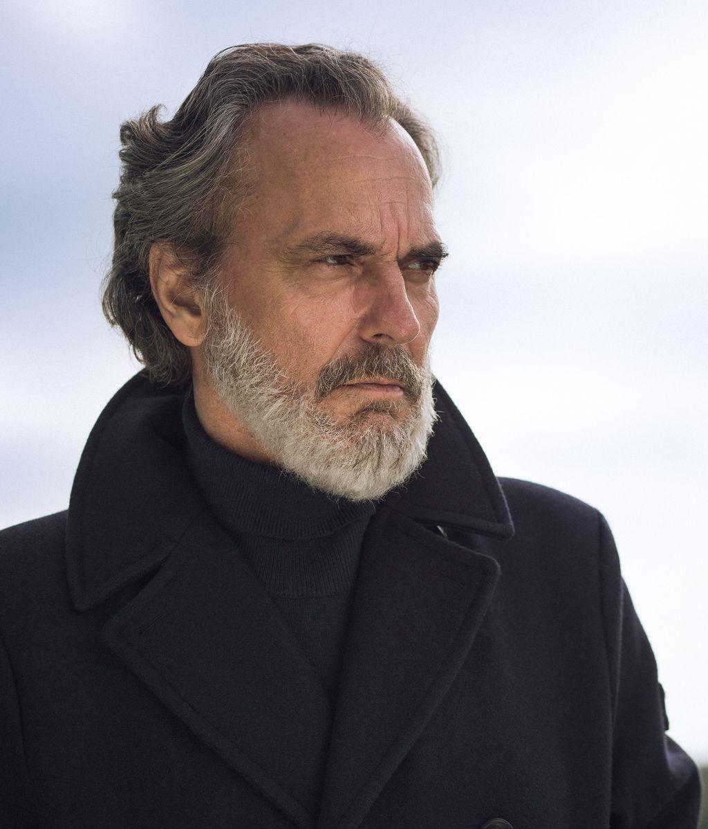 Jose Coronado es Nemo Bandeira en 'Vivir sin permiso'