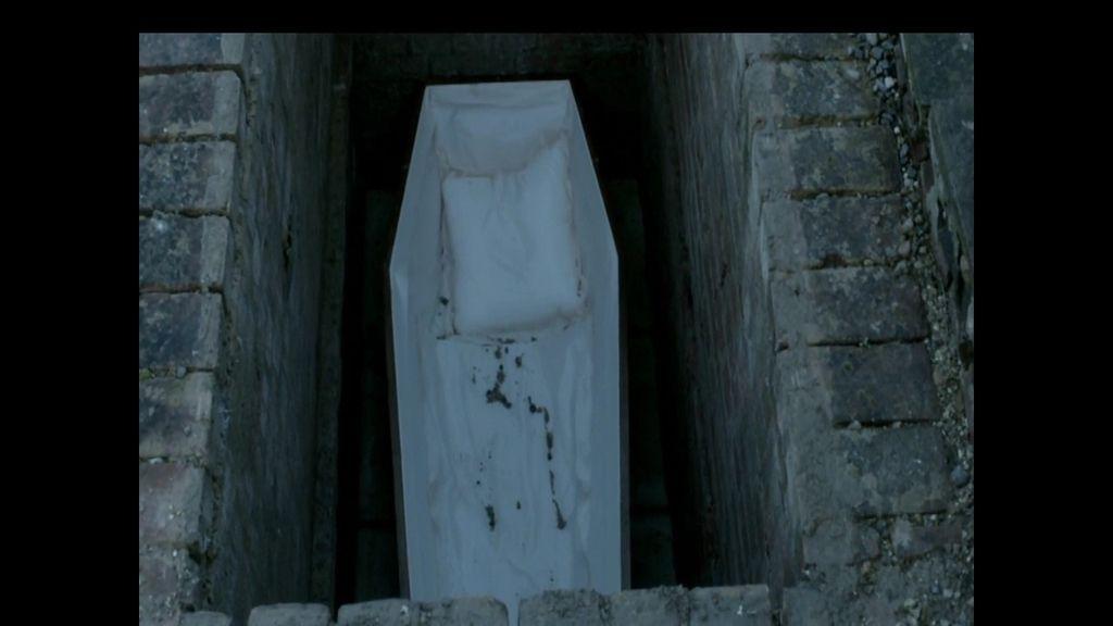 Cuerpos que aparecen fuera de sus tumbas, en 'Los desenterrados de Le Tréport'