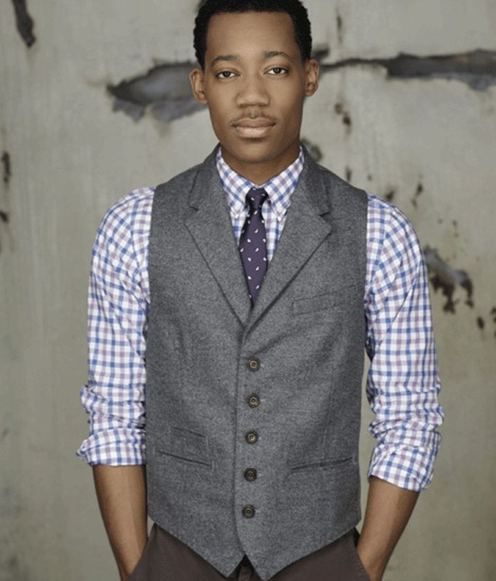 Tyler James Williams es Russ 'Monty' Montgomery