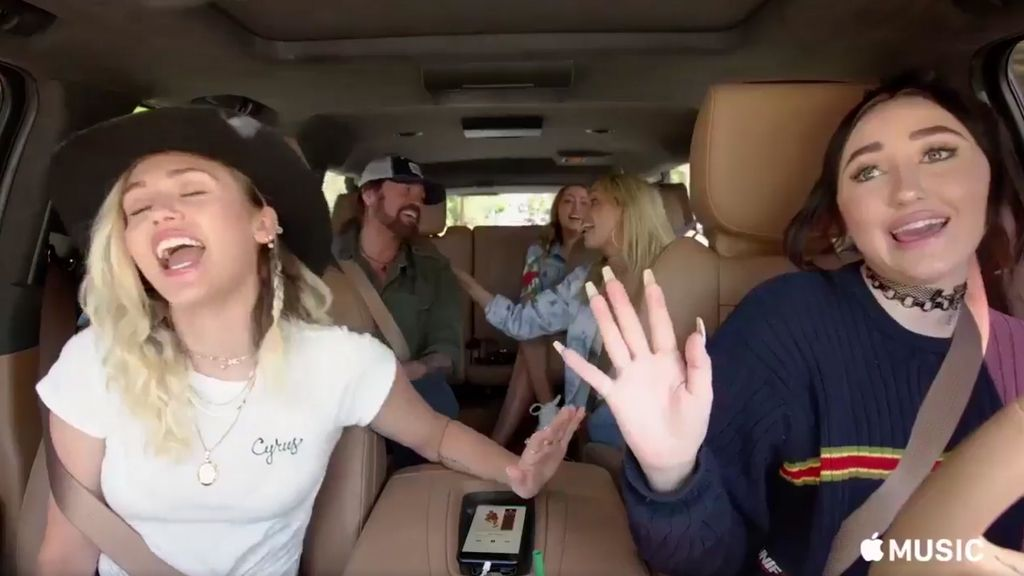 La familia Cyrus canta en el 'Carpool karaoke' de Apple Music