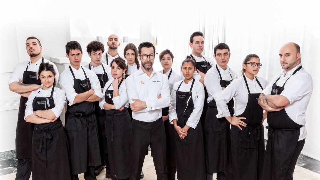 Quique Dacosta y su equipo de cocineros preparan la quinta edición de 'La última cena', en el canal Historia