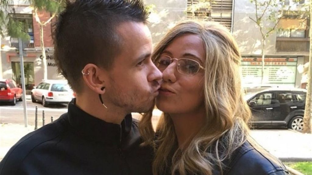 Un mes después de su boda con Cristina Pedroche, ¿a quién besa David Muñoz?