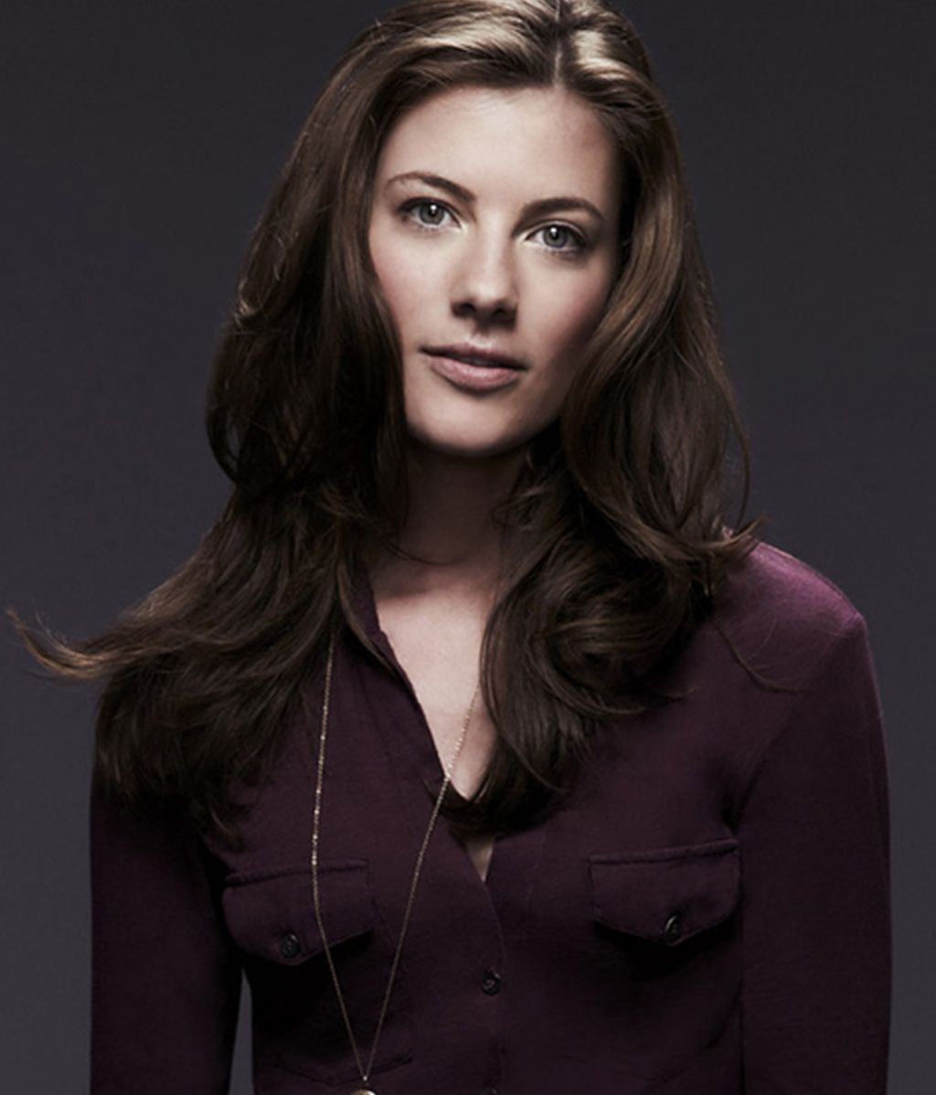 Devin Kelley es Maggie Langston
