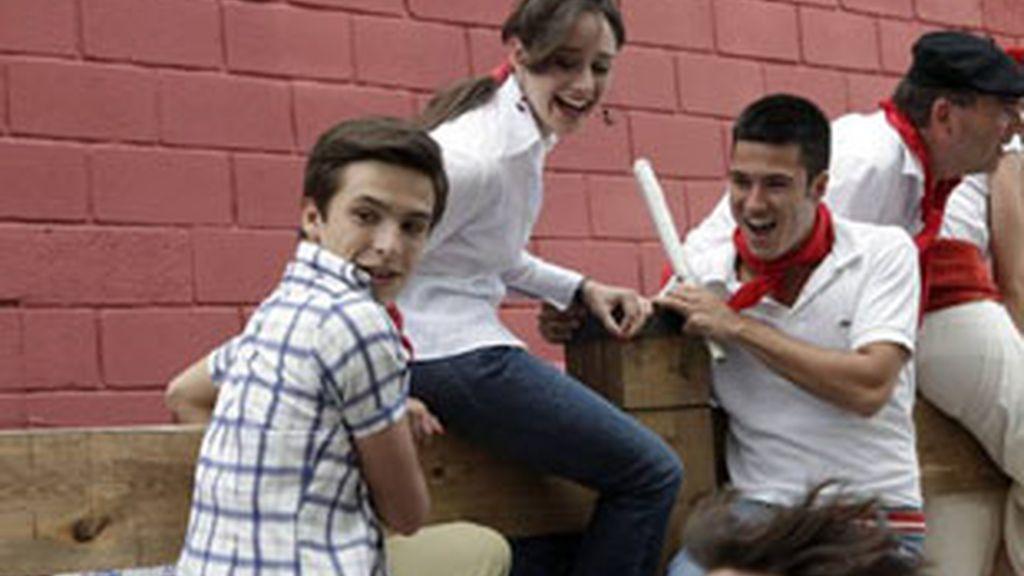 Ricardo Gómez (Carlos), izquierda, Elena Rivera (Karina) y Nacho Aldeguer (Felipe), durante el polémico capítulo.
