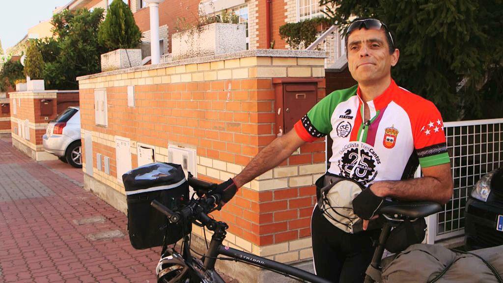 Juan Carlos Castro: el reto solidario sumando kilómetros en bicicleta hasta Marruecos