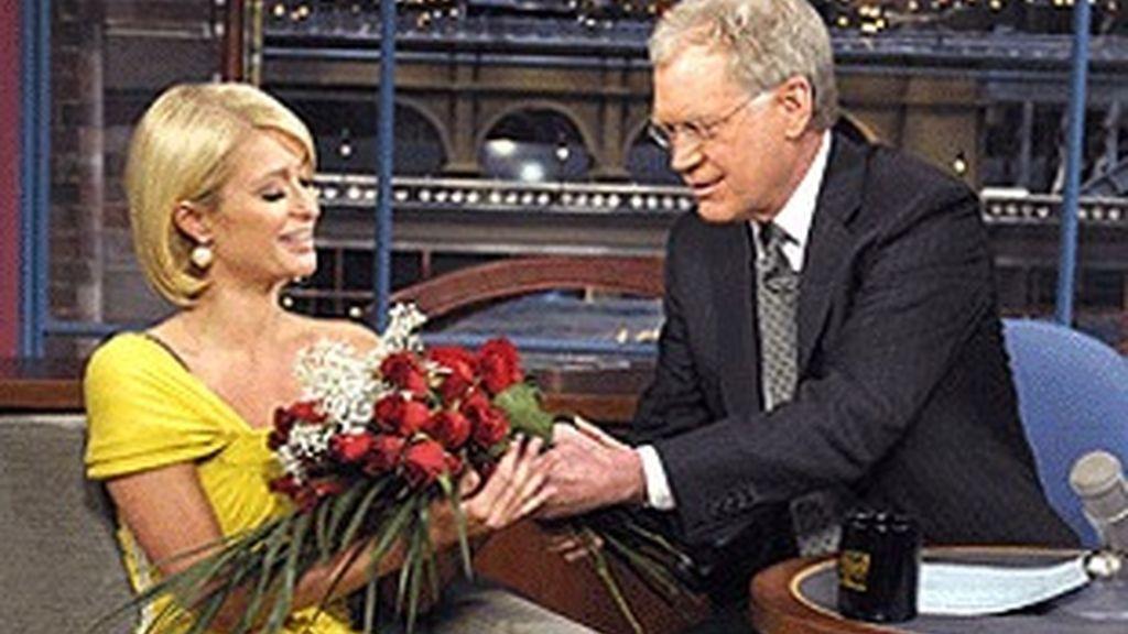 David Letterman, con Paris Hilton, en su programa de CBS.