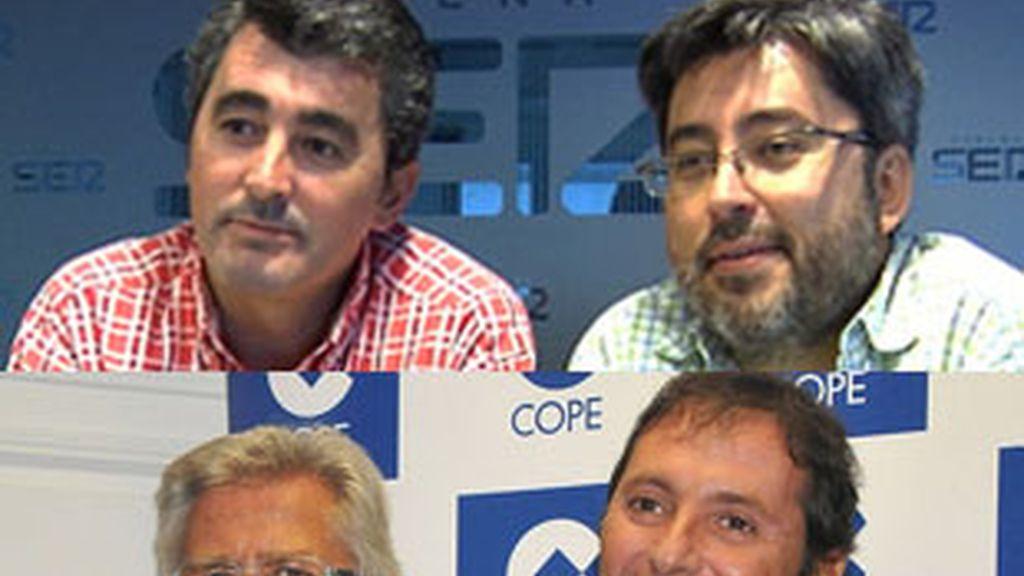 Arriba, el equipo de 'Carrusel deportivo' (SER), Javier Hoyos y Juanma Ortega, abajo, Pepe Domigno Castaño y Paco González, de 'Tiempo de juego' (Cope).