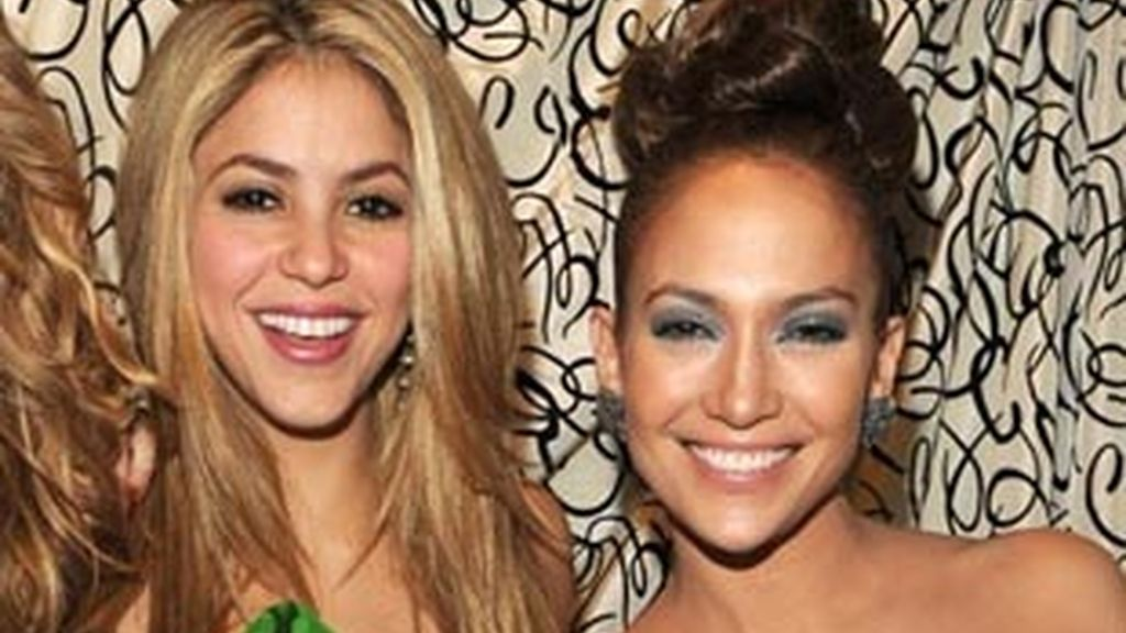 Shakira (izquierda) y Jennifer López.