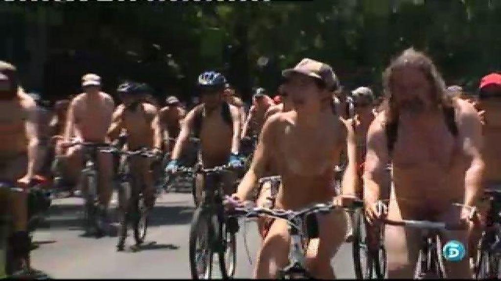 Ciclistas: 'Desnudos entre el tráfico'