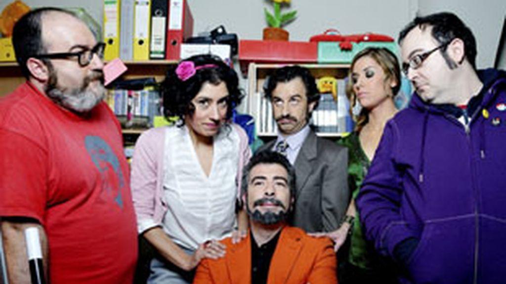 Los protagonistas de 'El divo', en torno a Agustín Jiménez.