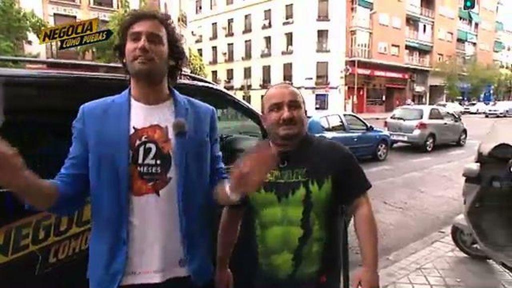 Mira lo bien que le queda la camiseta de 12 Meses a Raúl Gómez