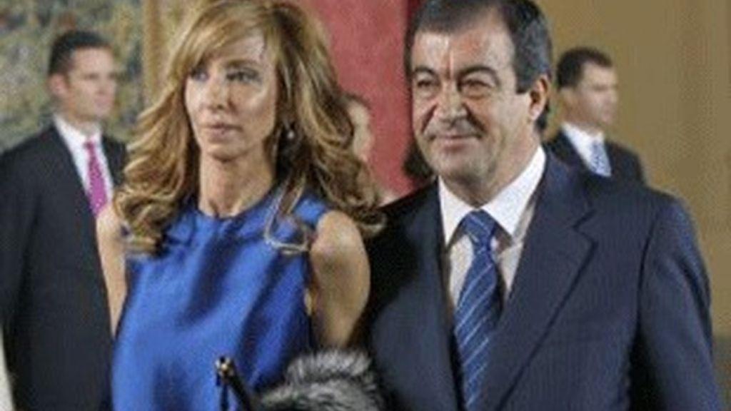 El ex ministro Álvarez Cascos y su esposa, María Porto.