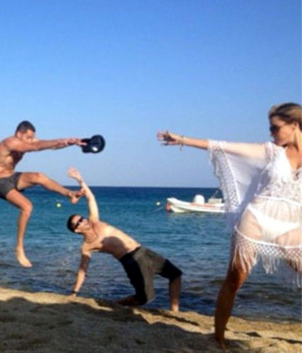 "Sofía Vergara: ""Too many guys at the beach!"""