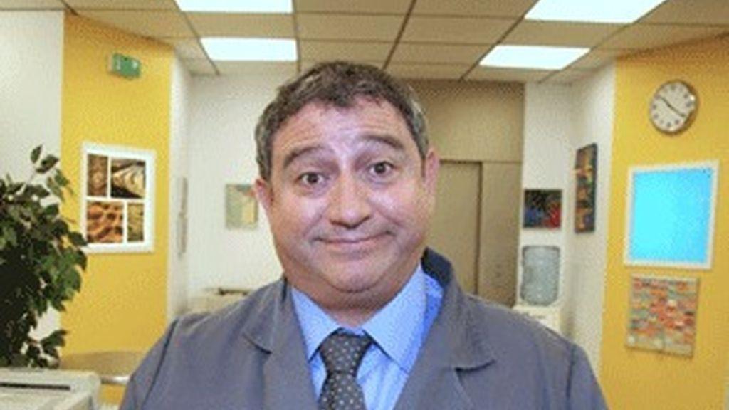 Antón Valen interpreta a Tono.