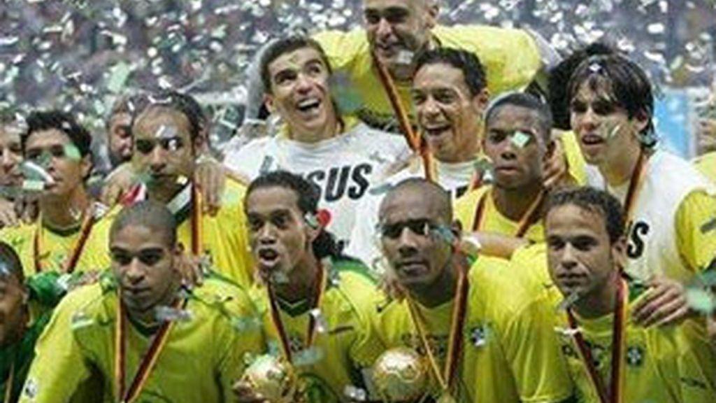 Selección de Brasil, campeona de la última Copa FIFA Confederaciones, en 2005.