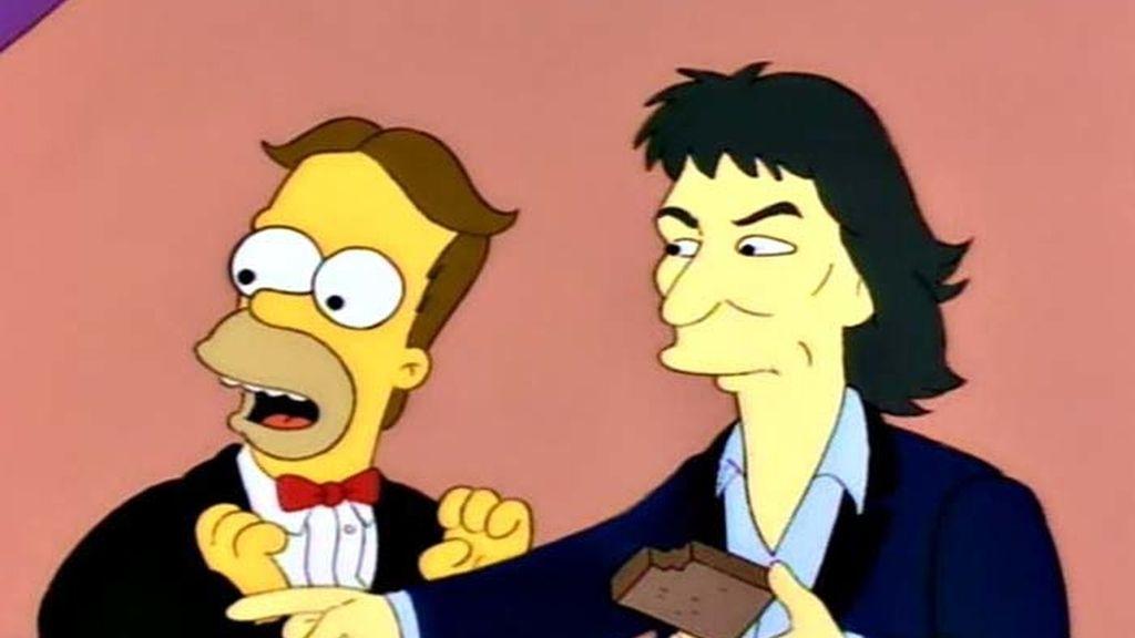 Homer se encuentra con George Harrison en una fiesta