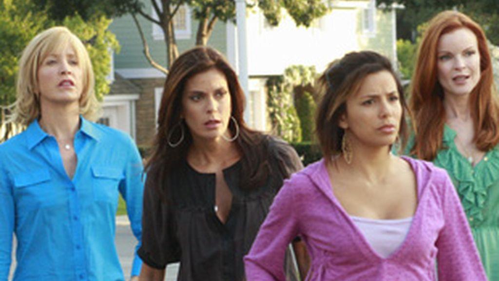 Felicity Huffman, Teri Hatcher, Eva Longoria y Marcia Cross (de izquierda a derecha) durante un episodio de la serie.