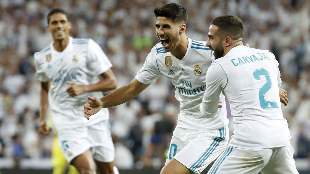 Marco Asensio y Dani Carvajal celebran un gol anotado en la vuelta de la Supercopa de España 2017 de fútbol emitida en Telecinco